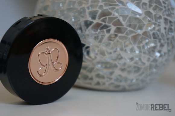 Anastasia-Beverly-Hills-Brow-Powder-Duo-detail-The-Zombie-Rebel
