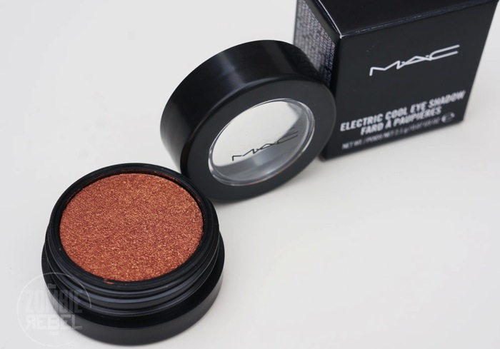 MAC ANovelRomance Coil Electric Cool Eyeshadow TheZombierebel