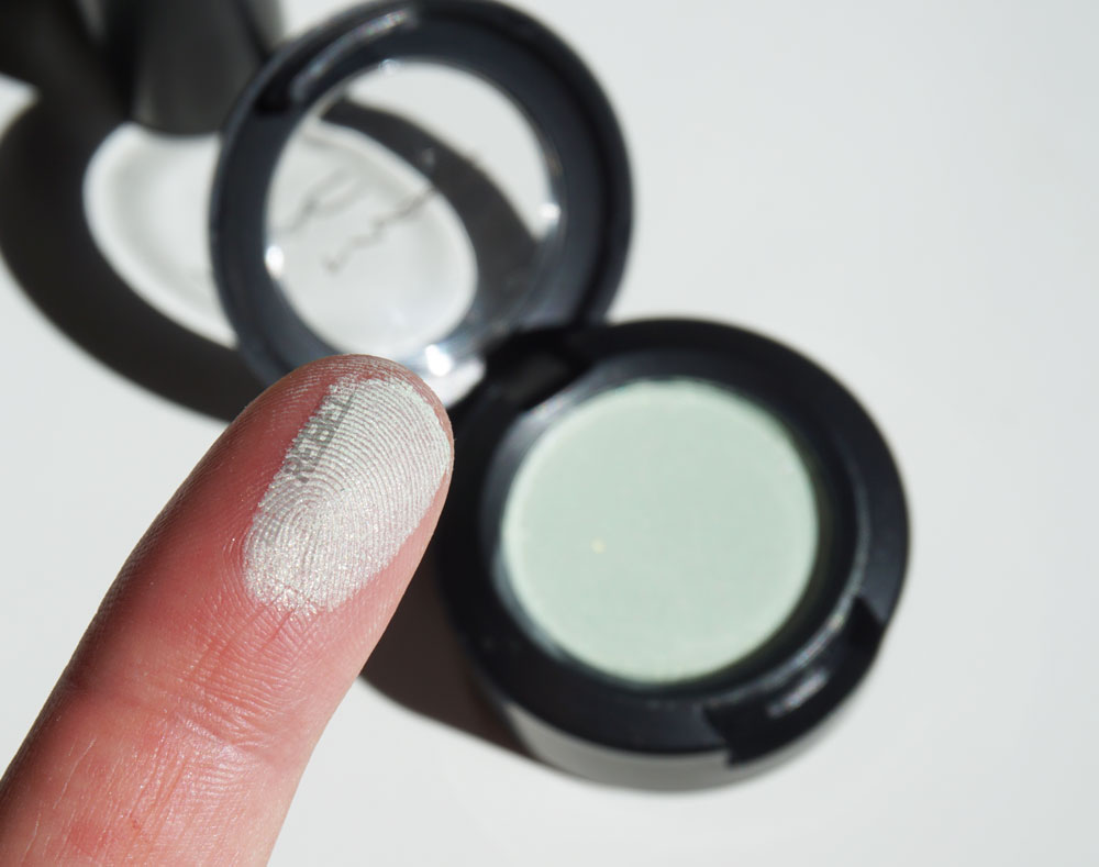 MAC-is-Beauty-Preening-swatch-TheZombieRebel